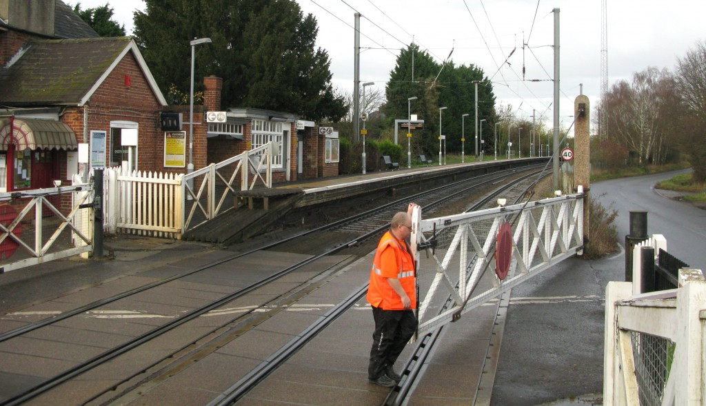 Keeper closes Up side road gate to open railway (Photo: © London Intelligence)