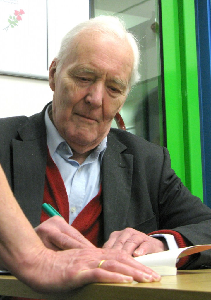 Tony Benn, signing books after talking with an audience at north London's Millfield Art Centre in March 2011  (© London Intelligence)